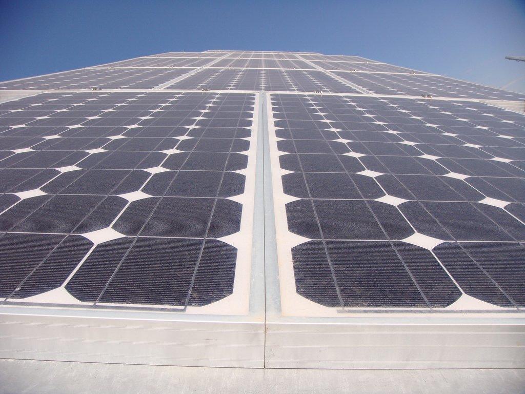 immeuble avec panneaux photovoltaïque