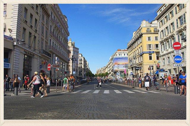 Vue générale de la Canebière, rue historique de Marseille.