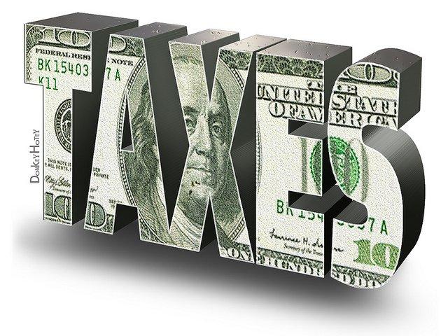 Le mot TAXES écrit en billet de banque.