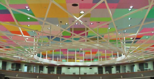 Le plafond d'une des salles du bâtiment Europa à Bruxelles.
