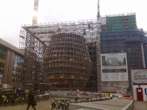 Le bâtiment Europa en construction.