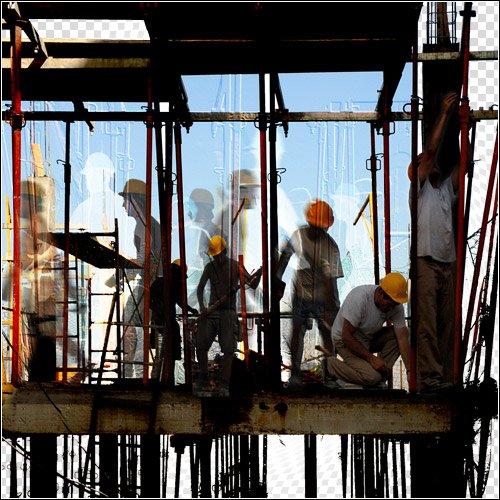 Hommes travaillant sur un chantier.