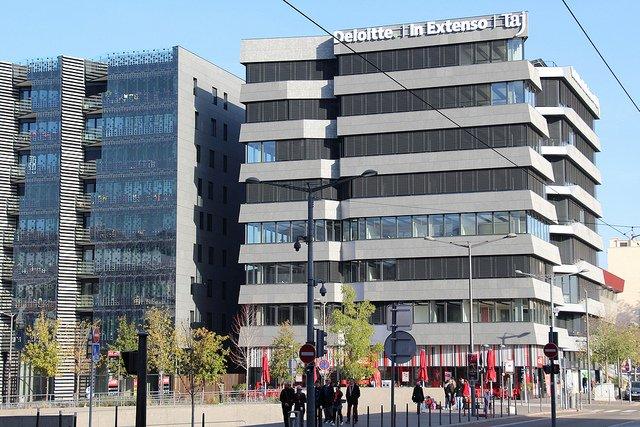Un des bâtiments à énergie positive Hikari à Lyon.